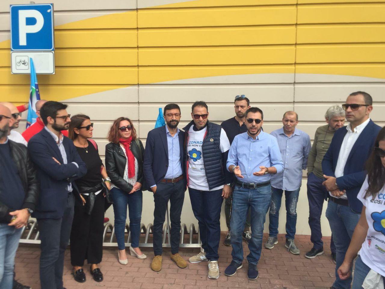 """Auchan. Bozzetti (M5S) incontra i lavoratori del centro commerciale di Mesagne. """"Al loro fianco per la salvaguardia dei posti di lavoro"""""""