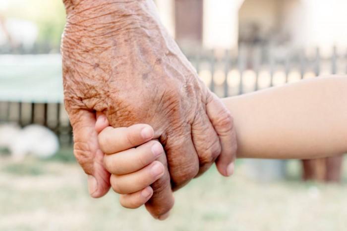 """Diritti Nonni/Nipoti. Conca (M5S) consegna petizione al Garante dei minori. """"Chiediamo di tutelare il rapporto tra nonni e nipoti"""""""