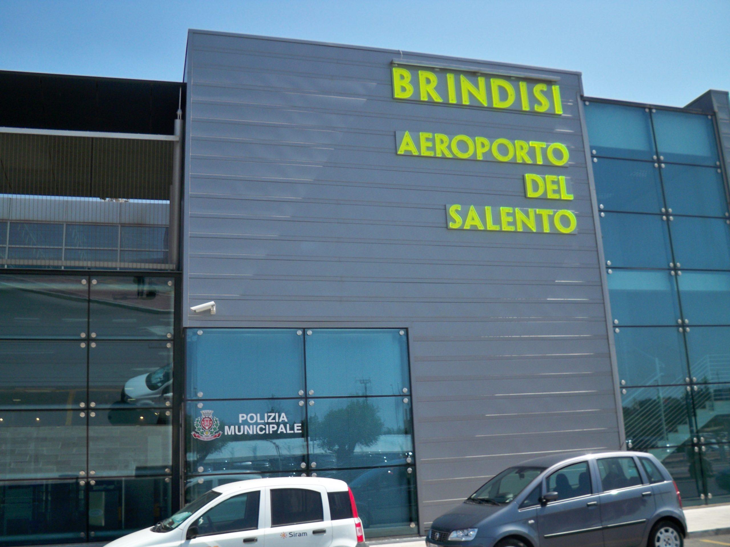 Brindisi, aeroporto del Salento. M5S: Disposte misure per riaprire nel più breve tempo possibile. No a polemiche strumentali