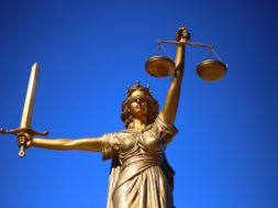 justice-2060093_1920-1440×960