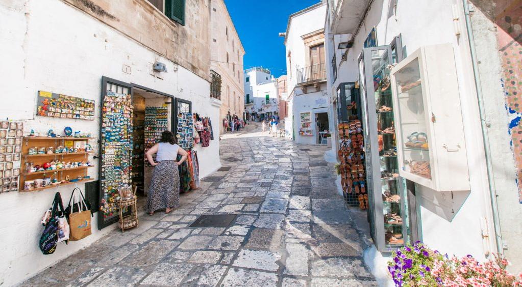 Turismo. M5S: Adottare misure necessarie per garantire la ripresa delle attività di guide e accompagnatori
