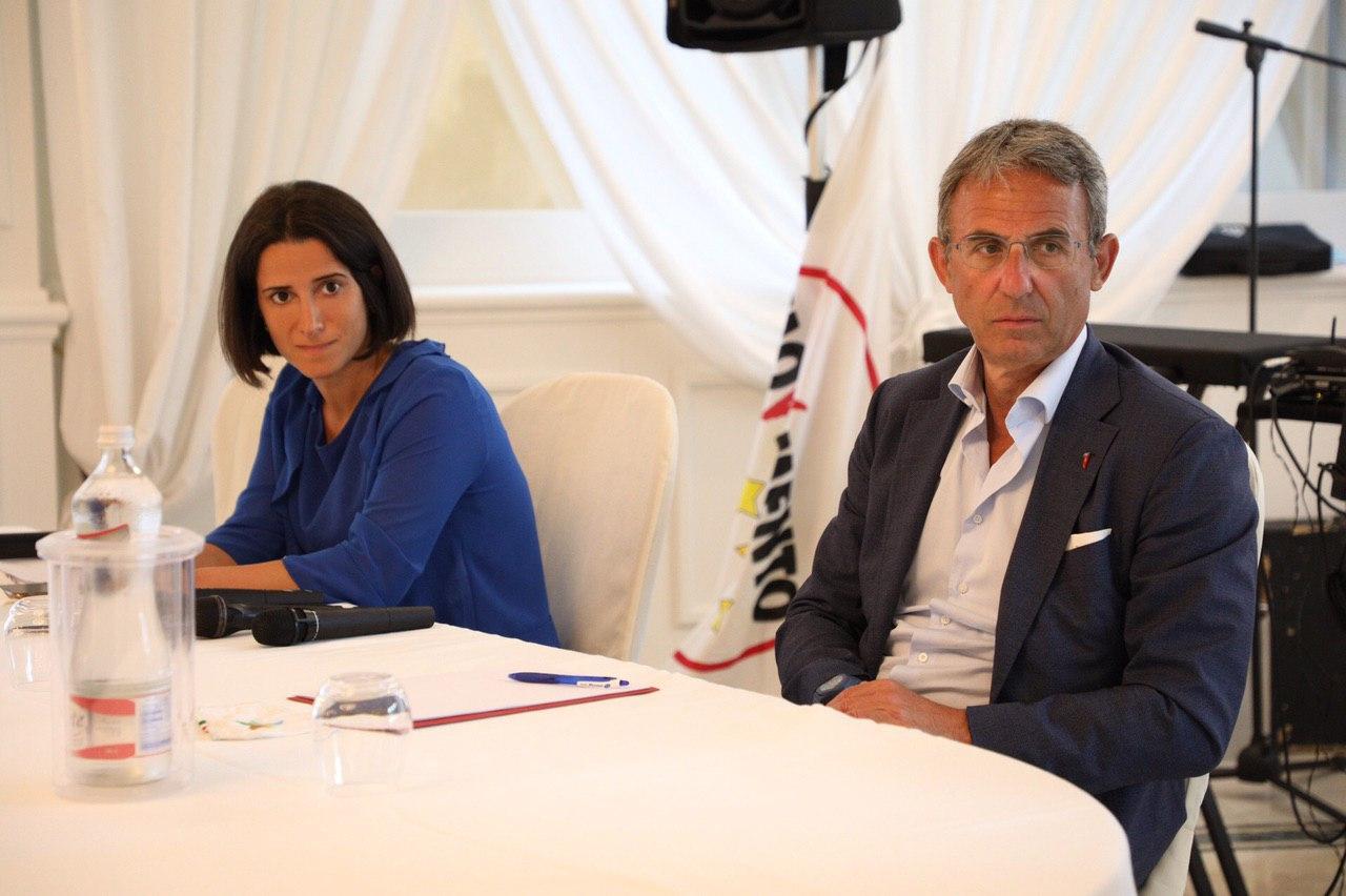 """Il ministro dell'Ambiente Sergio Costa incontra la candidata presidente Antonella Laricchia. """"A lei il mio appoggio incondizionato. Le sue scelte sono le mie scelte."""